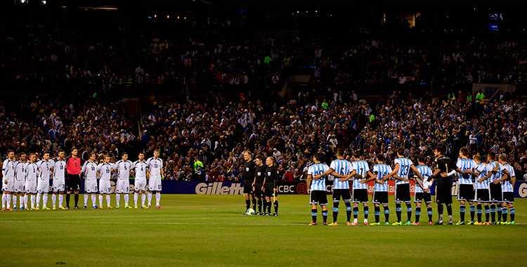 PREMIÄRDAGS! I oktober 2013 möttes Argentina och Bosnien i en träningslandskamp. I dag möts de igen.