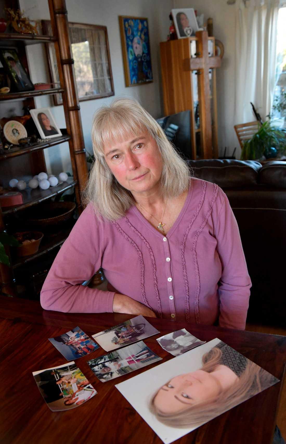 """Isabell Tomlinsons dotter Nicole tog sitt liv inne på den rättspsykiatriska kliniken Brinkåsen i Vänersborg. """"Ingen som är så ung ska behöva dö"""", säger hon."""