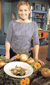 FÖREBILD FÖR SVENSKA FOLKET Tina Nordströms matprogram är omåttligt populära. Men inte bara för maten hon lagar. Det är en enorm efterfrågan på allt som förekommer i programmet, från tallrikar till spisbultar. Även hennes kläder och frisyr är efterfrågade.
