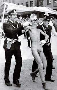 """Greps direkt Polisen slog till snabbt när Kent """"Renen"""" Johansson valde att visa kronjuvelerna i Umeå 1982. Han fick böta ett par hundralappar för upptåget."""