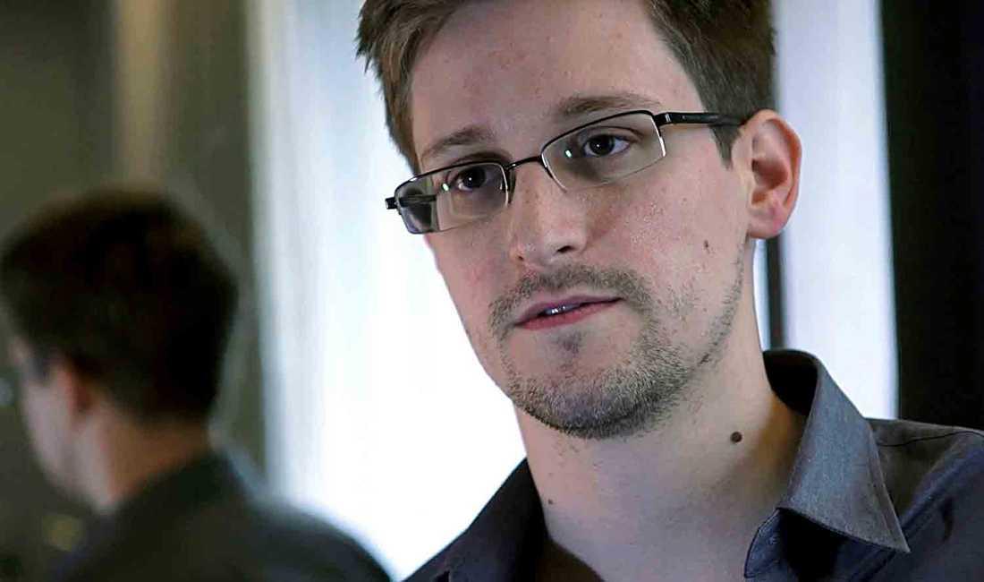 OKÄNDA DOKUMENT I en ny bok avslöjas turerna bakom NSA-skandalen som gjorde Edward Snowden hjälteförklarad, mordhotad och spionanklagad. Boken innehåller 56 tidigare okända dokument.