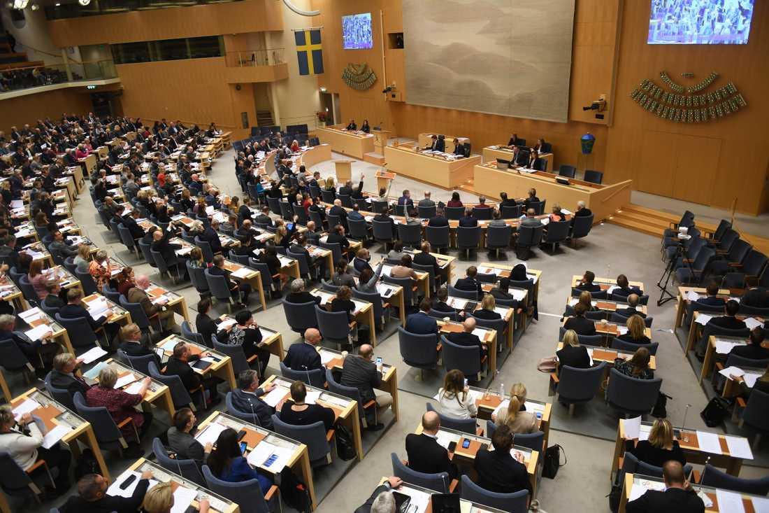 Riksdagen röstar om M-KD-budgeten.