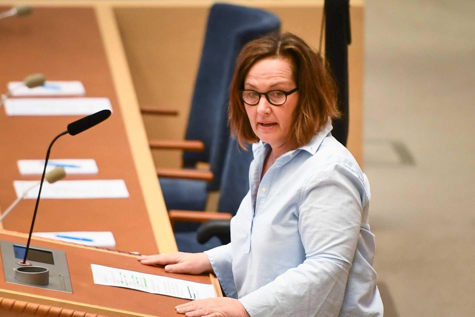 Liberalernas partisekreterare Juno Blom berömmer Emma Carlsson Löfdahl i ett internt brev.