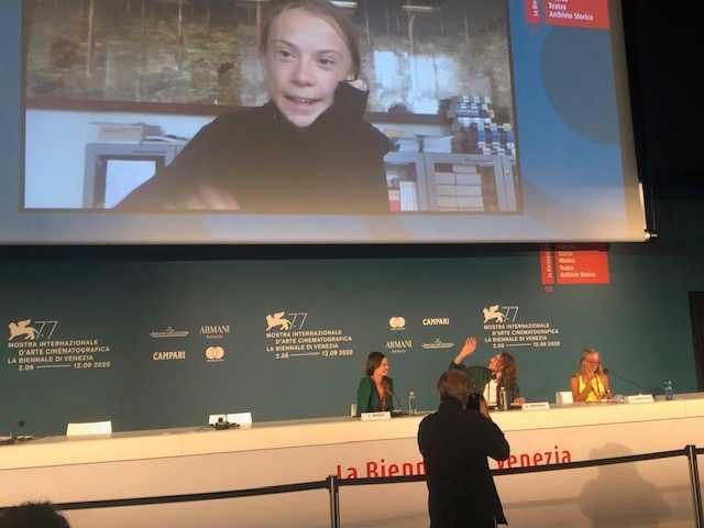 Greta Thunberg på en presskonferens via länk under filmfestivalen i Venedig.