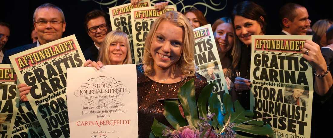 """Vinnare I år har det regnat priser över Aftonbladet. En av dem som belönades var Carina Bergfeldt som vann stora journalistpriset för sitt reportage """"Dagen vi aldrig glömmer – Massakern på Utøya""""."""
