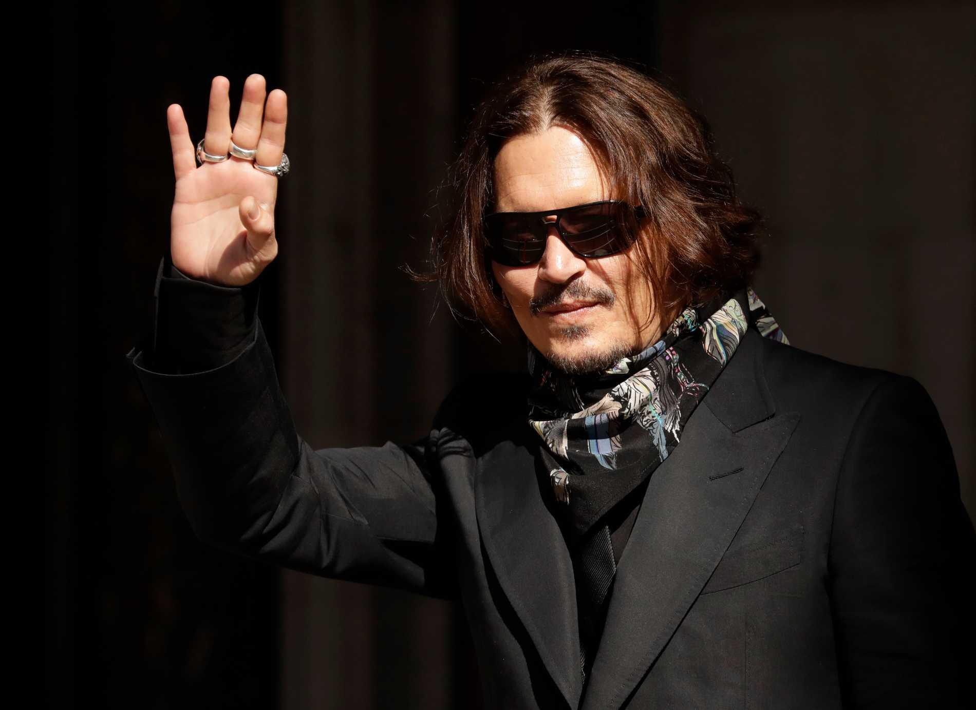 Johnny Depp anländer till domstolen i London under måndagen.