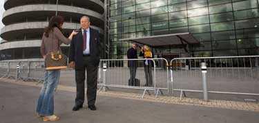 """Mediastormen i England är intensiv efter Lennart Johanssons intervju i BBC. """"Jag är 76 år och för gammal för att gå på sånt här egentligen"""", säger Lennart Johansson om BBC:s vinkling av hans uttalanden."""