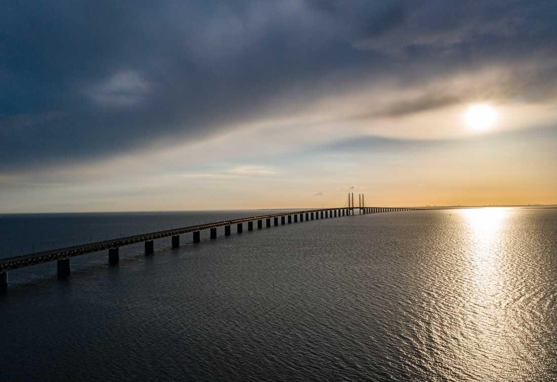 Att det inte är fritt fram att resa på Öresundsbron vore som om stockholmarna stängde Västerbron, enligt Alf Jönsson.