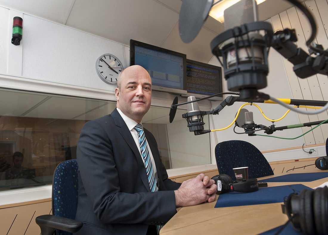 """GAV SVAR PÅ TAL Statsminister Fredrik Reinfeldt svarade i går på frågor i ett telefonväkteri i direktsända """"Studio ett"""" i P1."""
