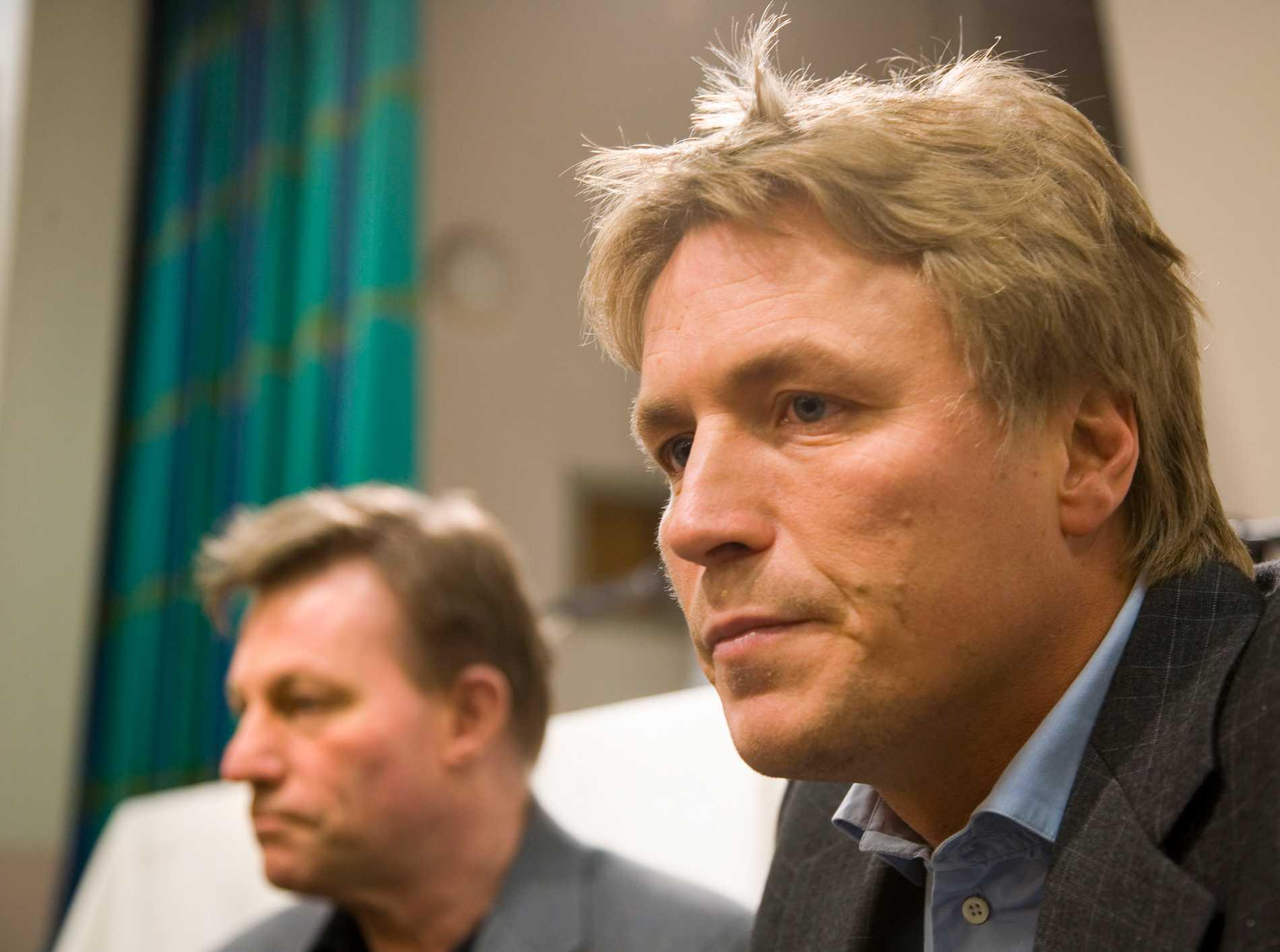 Arkivbild 2006. Dåvarande Jämställdhetsombudsmannen (Jämo) Claes Borgström, t.v. och justitieminister Thomas Bodström.  2007 startade de advokatbyrå tillsammans.