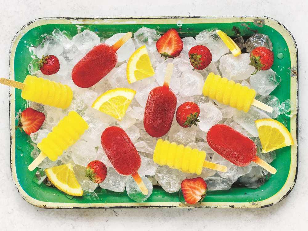 Isglass med smak av apelsin eller jordgubb.