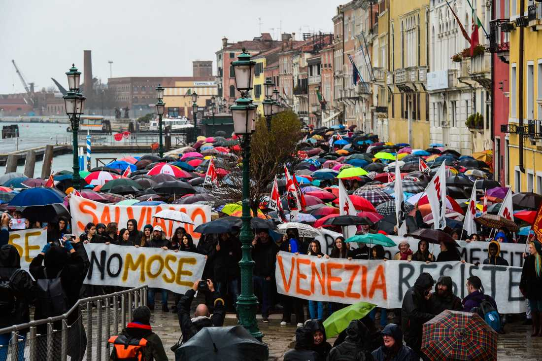 Än är inte översvämningarna över i Venedig.