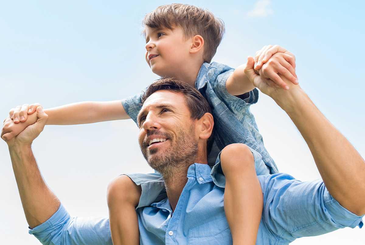 FELTÄNK Föräldraförsäkringens huvudpoäng bör vara att göra det möjligt att ta hand om ett barn när det är riktigt litet och knyta fler månader till pappan.