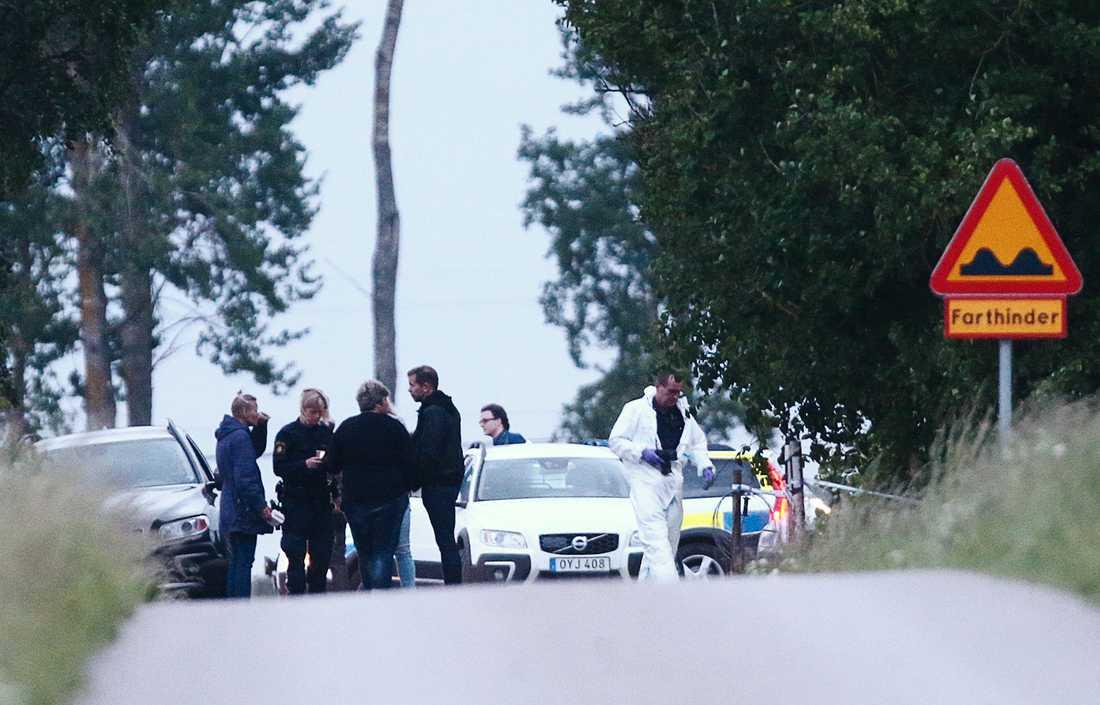 Polisens tekniker på plats i Mjölby.