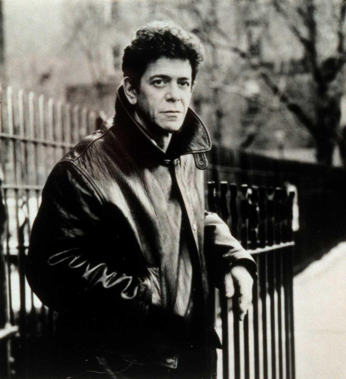 LOU REED 1942-2013.  Efter en tids sjukdom dog Lou Reed den 27 oktober, 71 år gammal. Lou Reed var medlem i den inflytelserika rockgruppen The Velvet Underground, men var även framgångsrik som soloartist. Reed samarbetade mycket med musikern John Cale, en duo som vunnit många kritikers hjärtan. Reeds största hit är låten Perfect day.