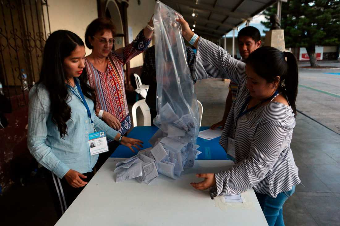Rösträkning i Guatemala.