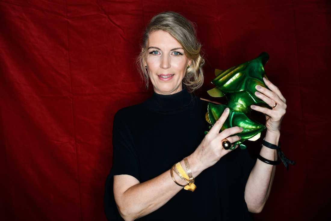 """Ulrika von Vegesack tilldelas priset för bästa scenografi för sitt arbete med """"Ted – för kärlekens skull""""."""