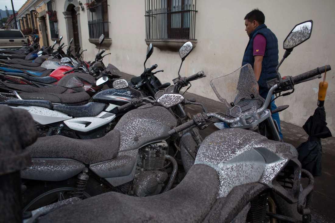 Askan märks av i Guatemala City under söndagen.