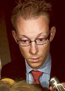 Oacceptabelt På twitter hyllas nu Tobias Billström av SD-ledamoten Kent Ekeroth, mest känd för att han sprang omkring med järnrör i Stockholms innerstad.