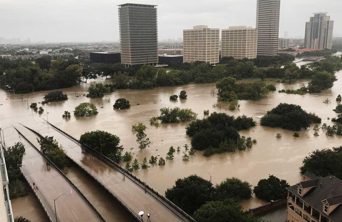 Stora översvämmningar har drabbat Houston.