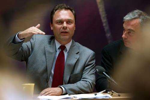 """Leijonborg skriver att han hade en """"problematisk relation till Jan Björklund"""" under 2001."""