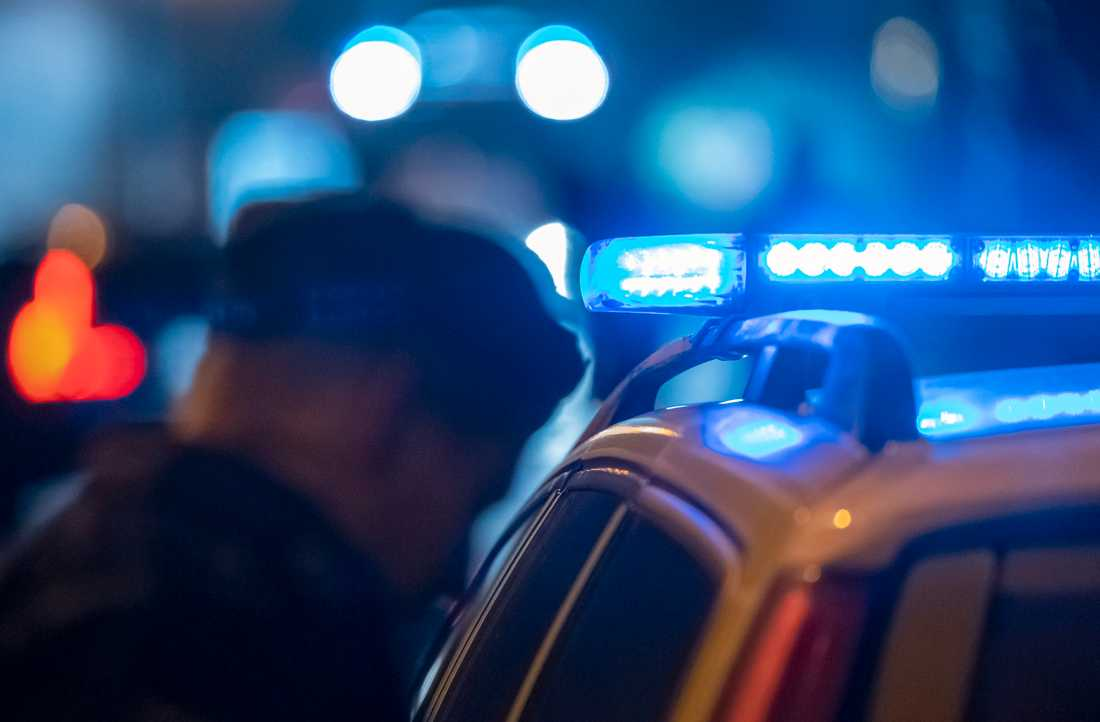 En ensam hundförare från polisen omringades av 25–30 män i stadsdelen Hässleholmen i Borås. Sju män i 20-årsåldern har identifierats och har åtalas för ohörsamhet mot ordningsmakten. Arkivbild.