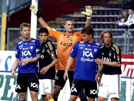 Nicklas Bergh har till slut fått chansen i AIK-målet.