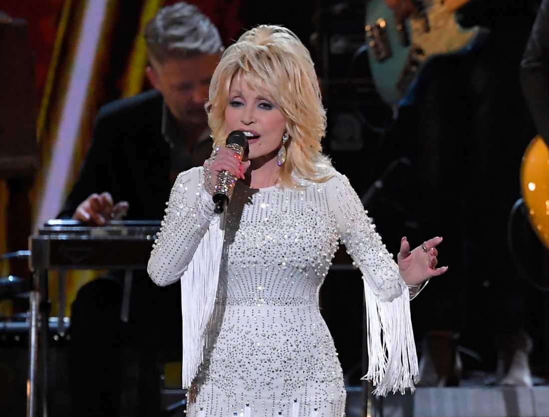 """Dolly Parton ska gästspela i """"Grace and Frankie"""". Arkivbild."""