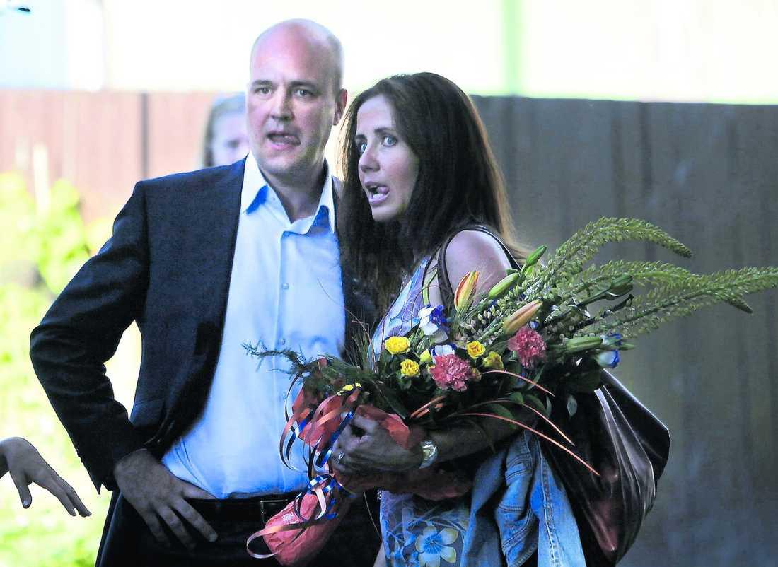 Tungan rätt i mun Fredrik Reinfeldt gick till hårt angrepp mot de rödgröna och målade ut Moderaterna som ett samhällsbärande och ansvarstagande parti.