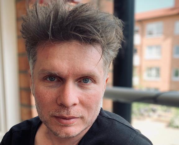 """Martin Rosengardten regisserar """"Det händer inte här""""."""