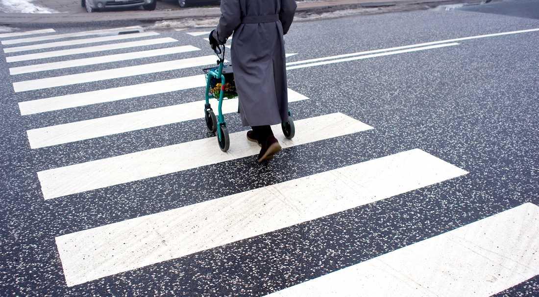 Minskad simultanförmåga gör att många äldre får svårt att göra flera saker samtidigt.