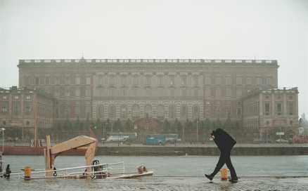 Stockholm nederbörden ökar. Snön försvinner.