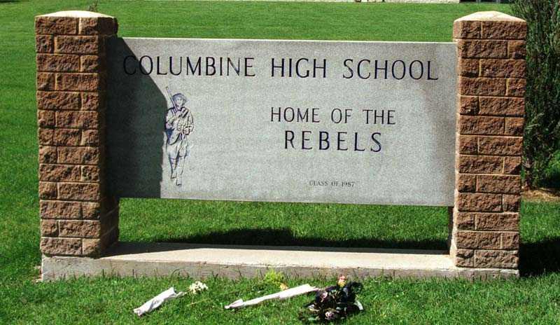 12 elever och en lärare sköts till döds den 20 april 1999.