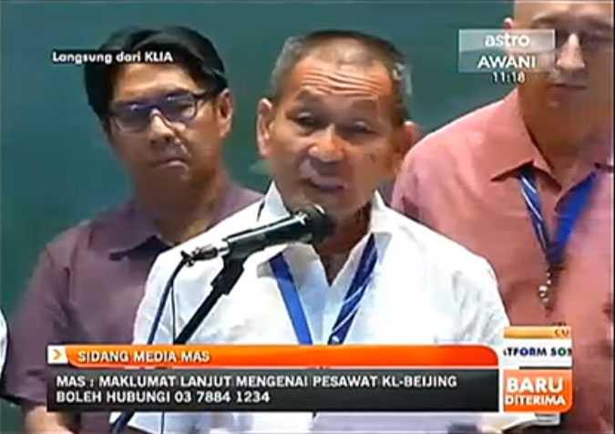 Höll presskonferens Malaysia Airlines höll presskonferens med anledning av det försvunna planet.