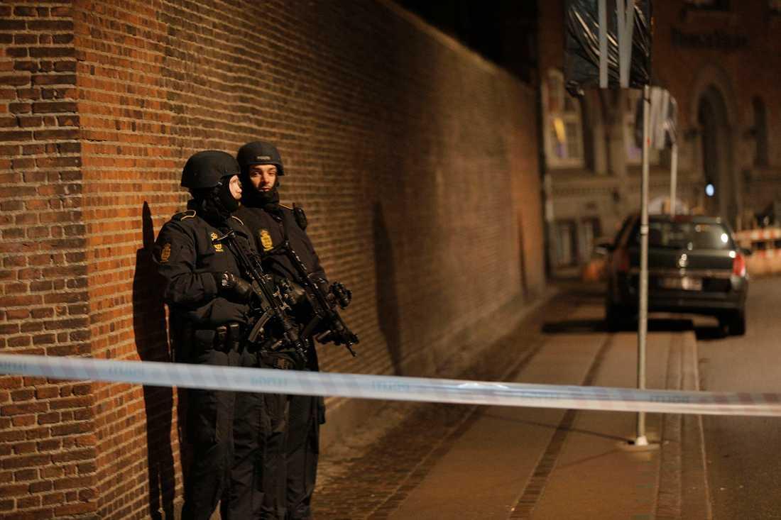 Polisavspärrning i närheten av synagogan