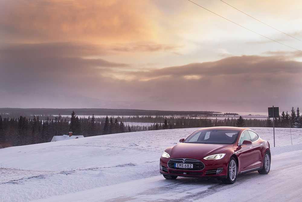 Model S – med Norge bakom molnen.