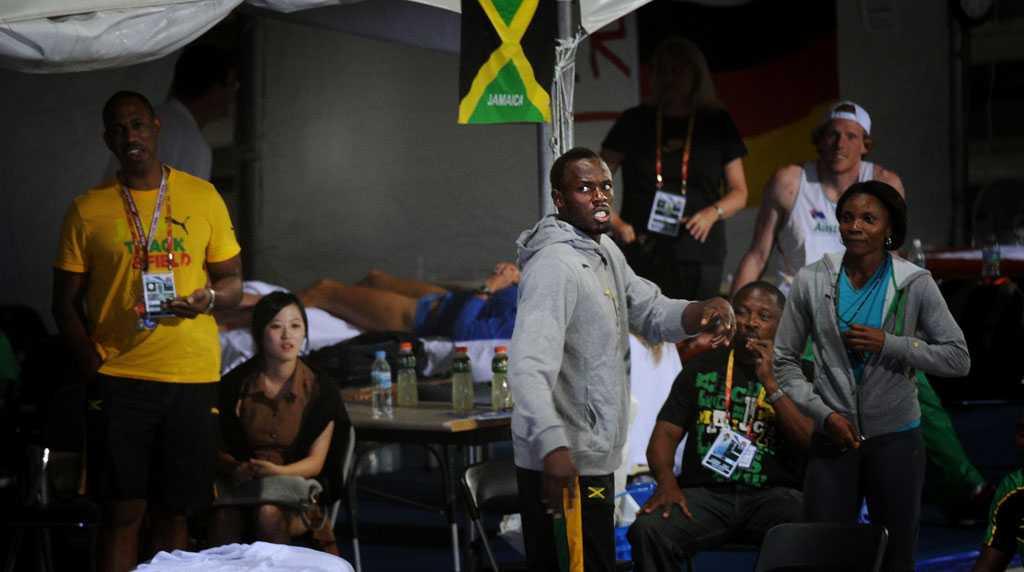Bolt blir förbannad och skriker att han själv skulle ha varit med i laget.