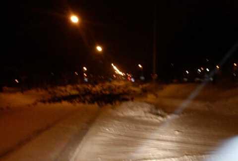 Sista bilden Strax efter ligger hundratals döda kajor över gatan i Falköping.