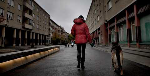 """""""Jag skulle byta med vem som helst när som helst, om jag bara kunde"""". Pernilla Åströms senaste anställning var ett sommarjobb för tio år sedan. Därefter gapar hennes meriförteckning tom."""