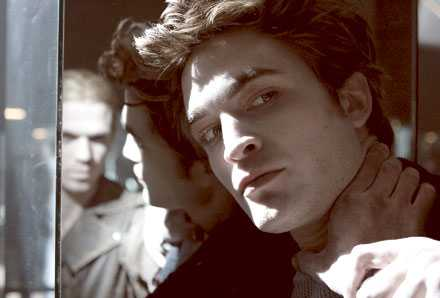 """Vampyren Edwards djuriska sidor får tonårstjejen Bella på fall i """"Twilight"""" – som kan bli nästa stora ungdomsfilm."""
