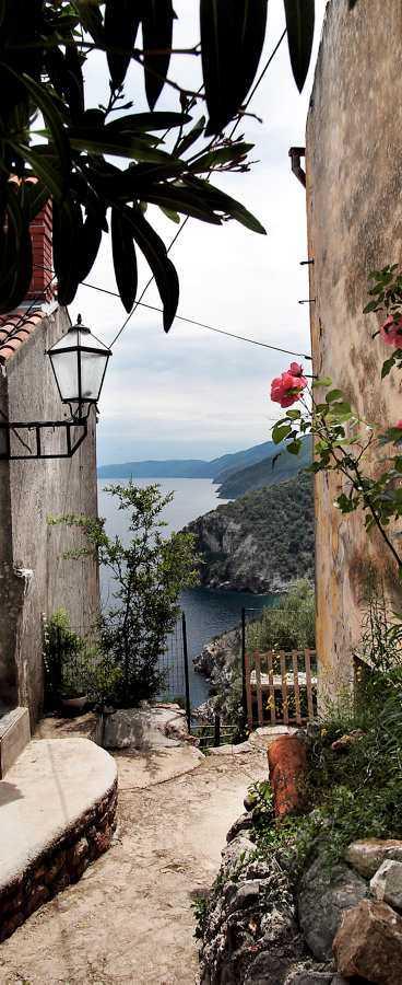 Beli, en liten, vacker by med strålande utsikt över Kvarnerbukten.