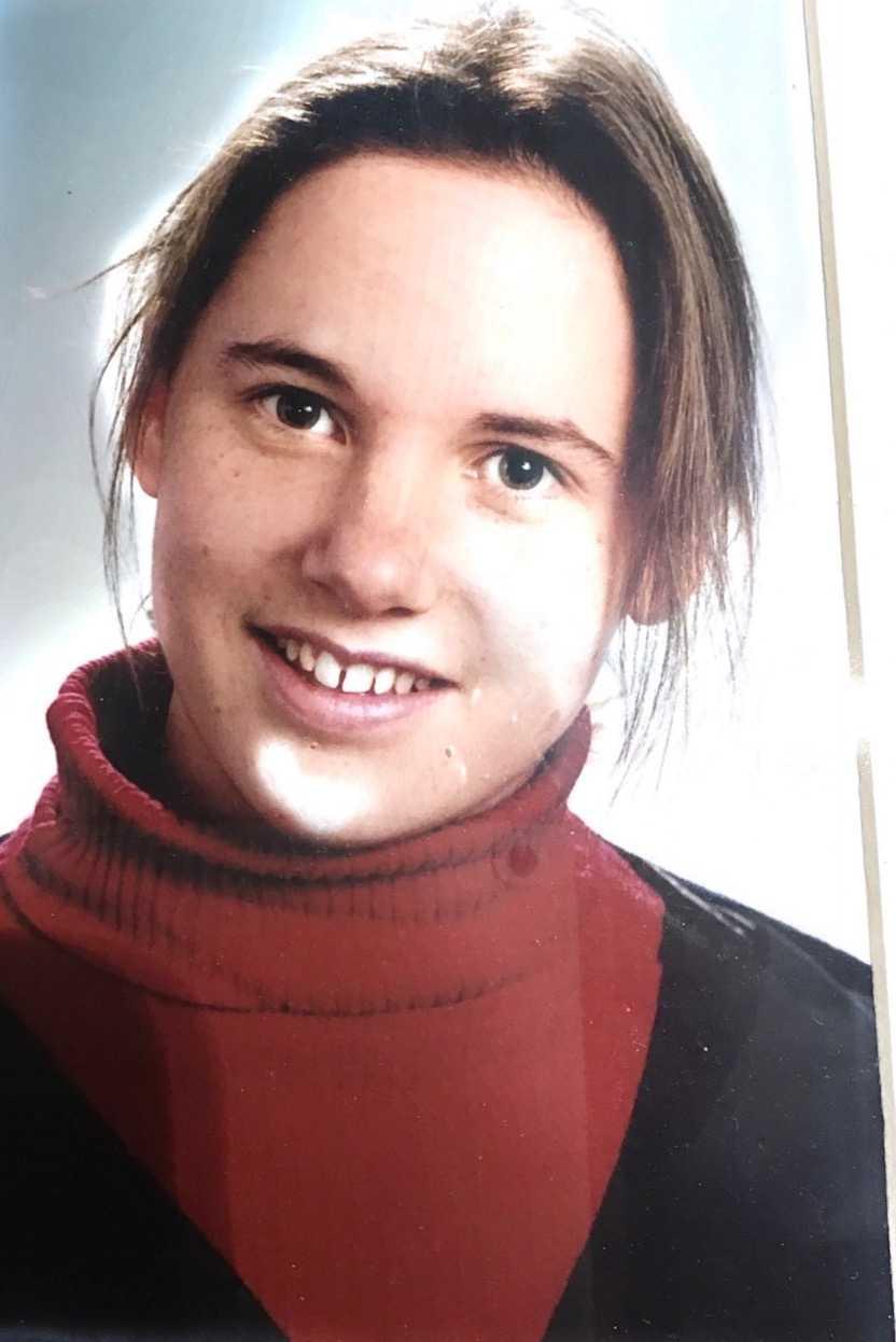 21-åriga Cattie Edwards dödades när hon åkte med en alkohol- och drogpåverkad förare utanför Paris i november 1999.