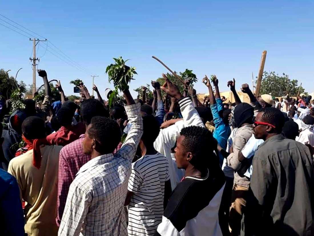 Människor demonstrerar mot Sudans regering i Kordofan den 23 december. Arkivbild.