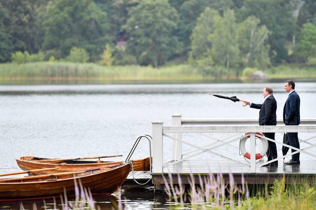 Spaniens premiärminister Pedro Sánchez får en guidning av statsminister Stefan Löfven på Harpsund inför EU-toppmötet i helgen om EU-budget och återhämtningsfond. Sverige och Spanien befinner sig i olika läger.