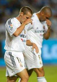 Real i gungning Michael Owen och Ronaldo deppar efter att Real Madrid förlorat mot Espanyol med 0-1   i en match som innehöll massor av gula kort och två utvisningar.