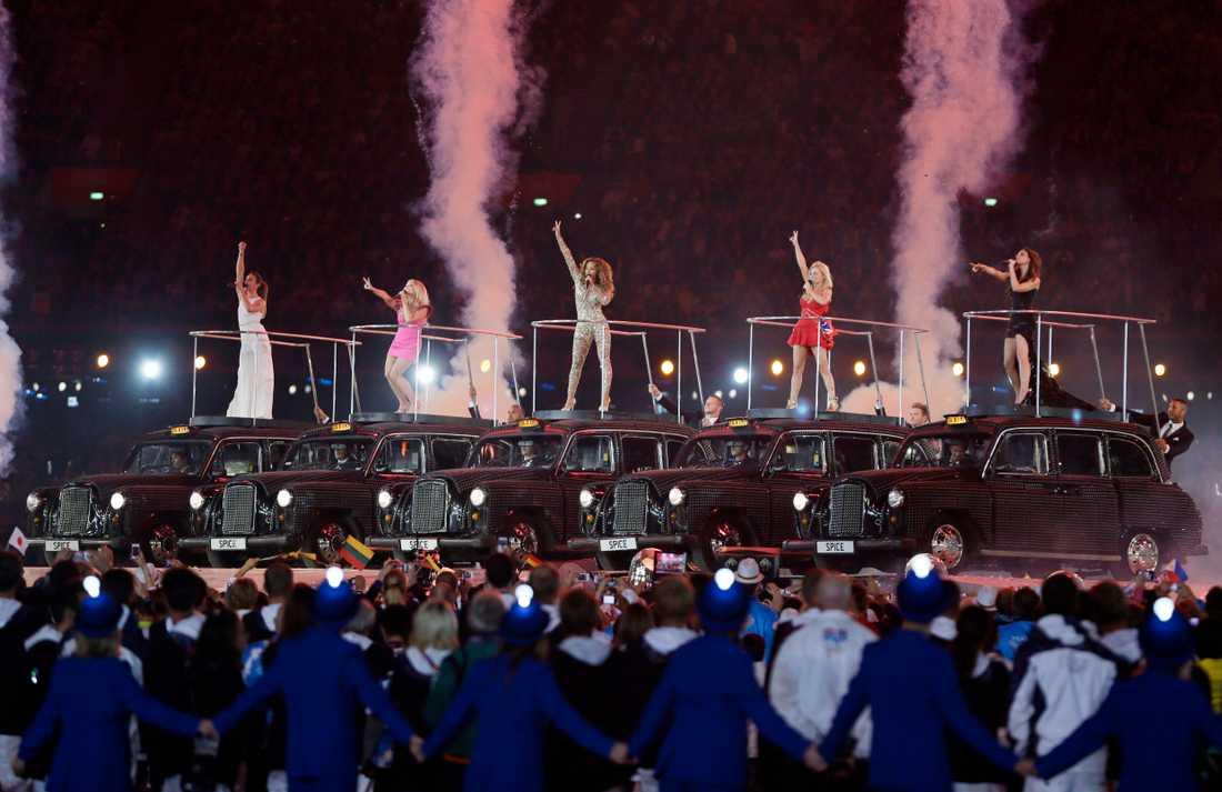 Spice Girls under invignen av OS 2012.