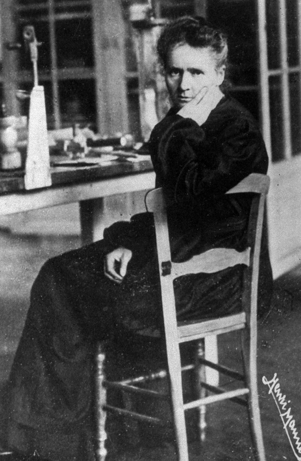Marie Curie fick nobelpriset både i kemi och fysik. Hon är en av få kvinnor som nämns i historieböckerna.