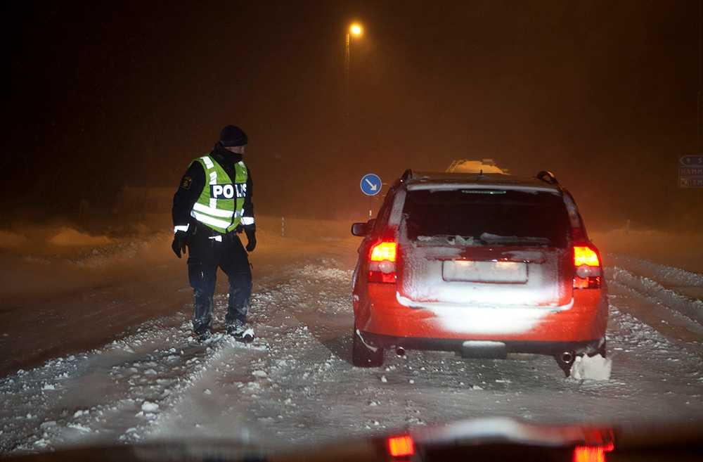 Håll koll på vinterns trafikregler. Gör rent registreringsskylten och slipp polisen.