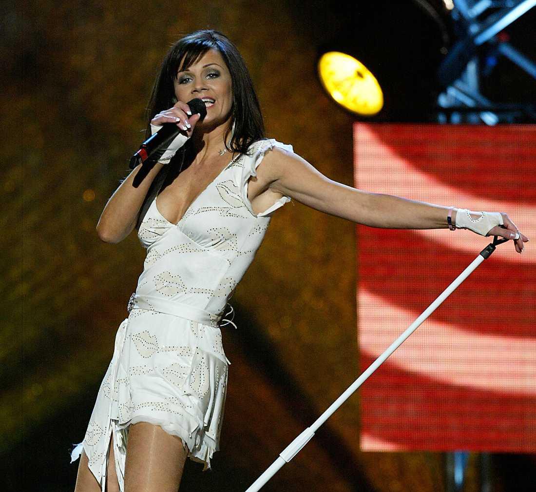 "Lena Philipsson sjunger ""Det gör ont"" i Melodifestivalen 2004."