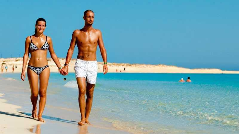 Ett pärlband av kritvita stränder ligger längs Egyptens medelhavskust. Almaza Bay är en av dessa.